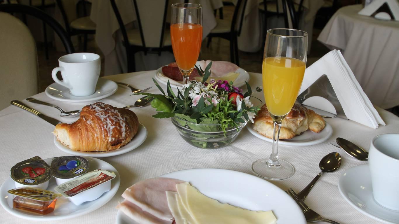 hotel-orazia-rome-breakfast-11
