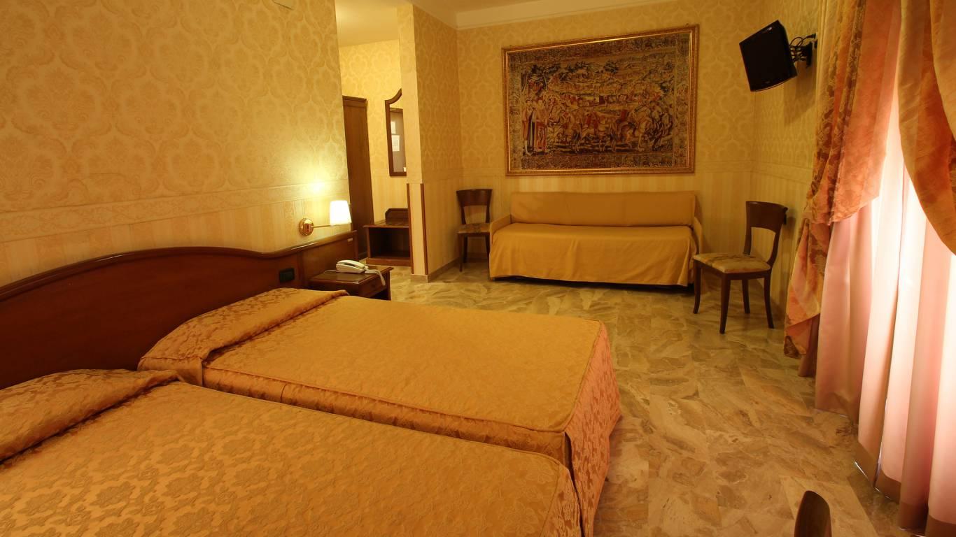 Hotel-Orazia-Rome-Family-Room